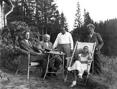 Przed domem Vincenzów w Bystrcu, foz. z arch. T. WIlczyńskiego