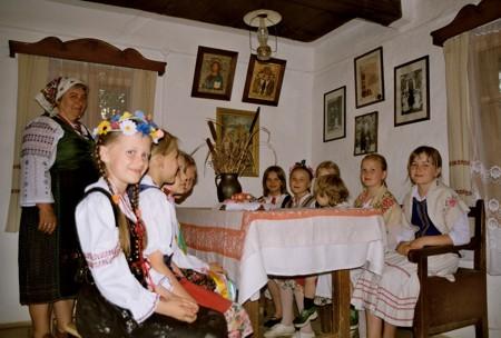 Zespół w muzealnej izbie, fot. A. Wielocha